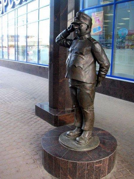 Памятники известным артистам и их героям