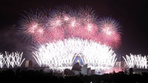 Новогодние фейерверки в разных точках мира