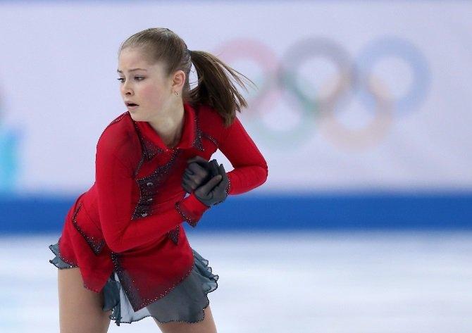 Аделина Сотникова выиграла золото в произвольной программе по фигурному катанию, Юля Липницкая опять упала