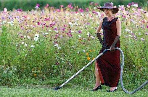 Странные женщины с пылесосами