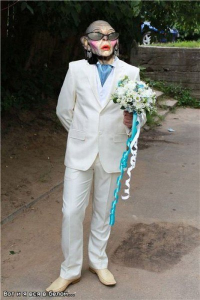 Парень решил продать свой костюм - прикольные фотожабы