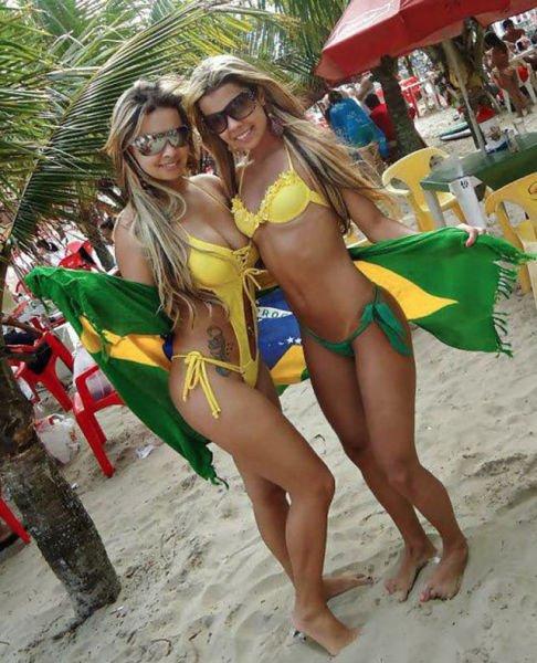 Девушки в бикини - летние фото