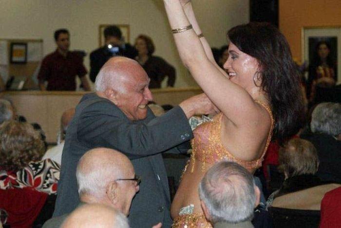 Пенсионеры отжигают - есть еще порох в пороховницах