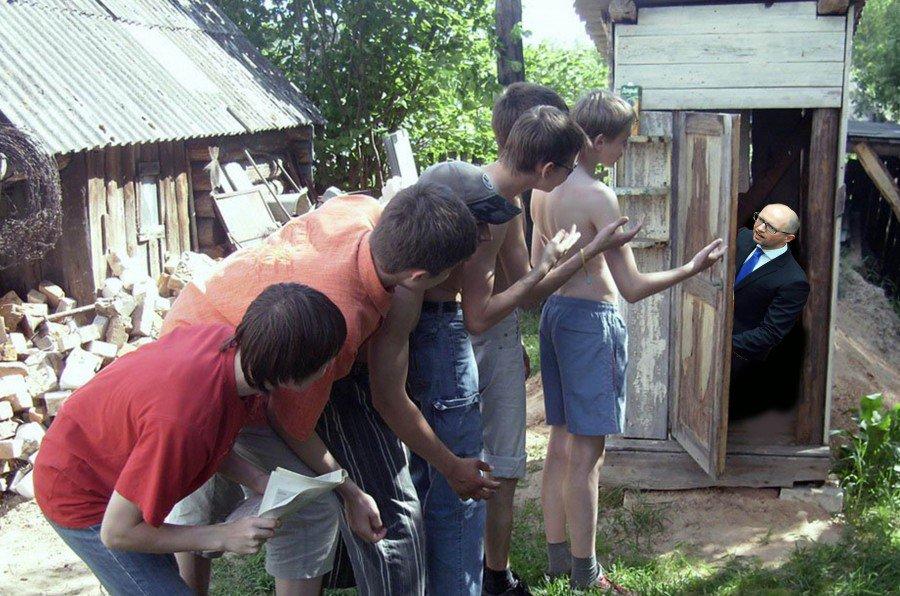 Женщина в туалете в деревне проститутки краснодара