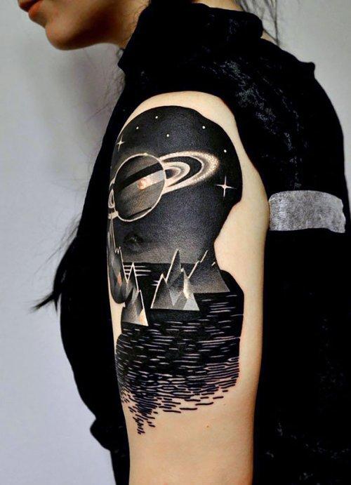 Татуировки на космическую тему