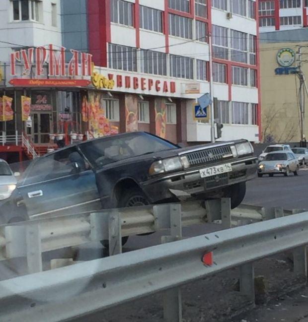Последствия сильного ветра в Якутске