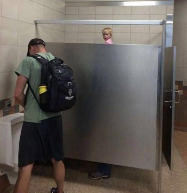 Странные туалетные фотографии