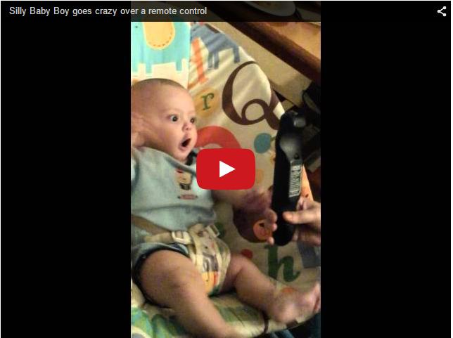 Реакция младенца на пульт от телевизора. Прикольное видео