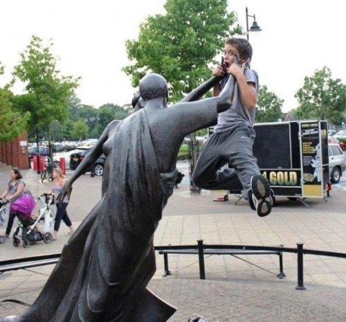 Смешные фотографии с памятниками. Архитектурные приколы