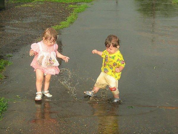 Дети на прогулке. Смешные картинки