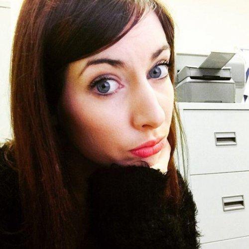 Селфи девушек на рабочем месте. Красивые картинки