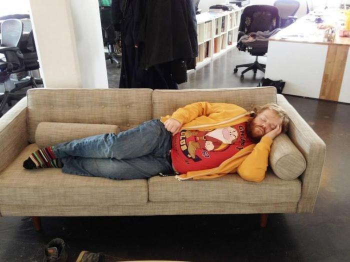Фотожабы на спящего. Уснул на работе