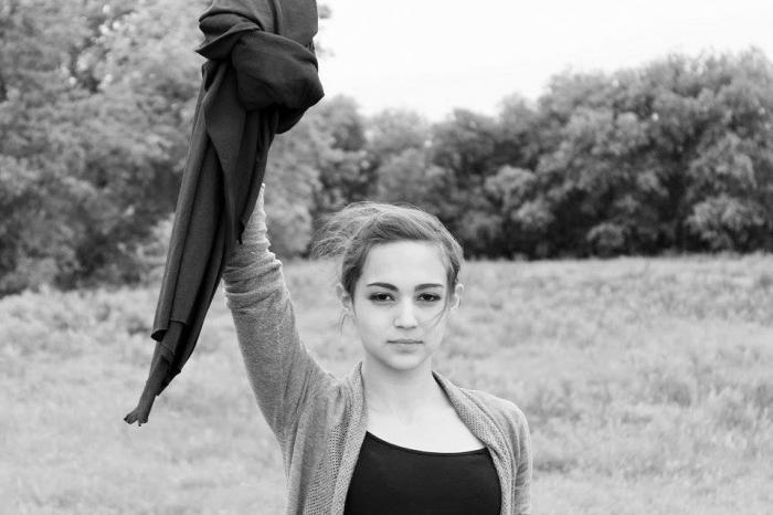 Массовый флэшмоб мусульманок против хиджаба. Картинка дня