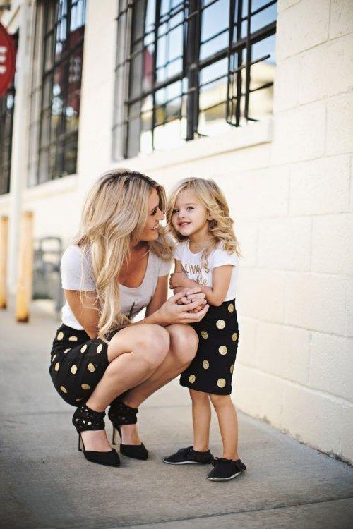 Мамы и дочки в одинаковой одежде. Красивые картинки