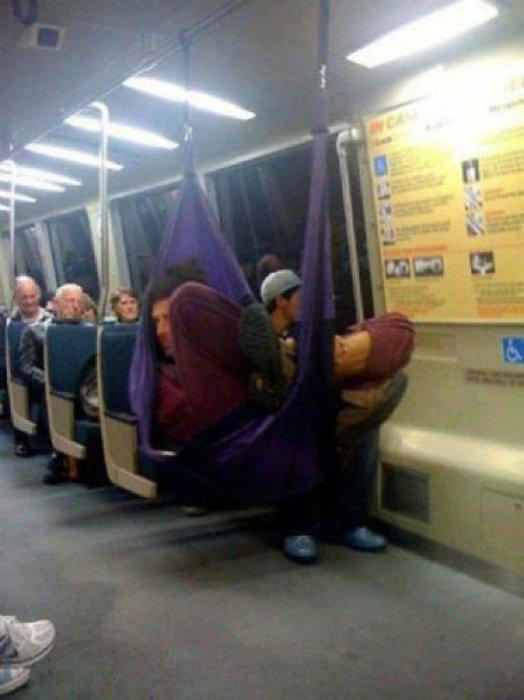 Вам нравится Приколы из метро: как не ...: xaxa-net.ru/prikol_pics/funny/3193-prikoly-iz-metro-kak-ne-nuzhno...