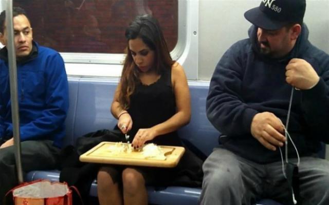 Приколы из метро: как не нужно себя вести