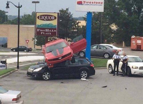 Необычные аварии и ДТП. Картинки про авто