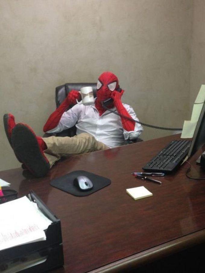 Работа скучной не бывает. Забавные фото