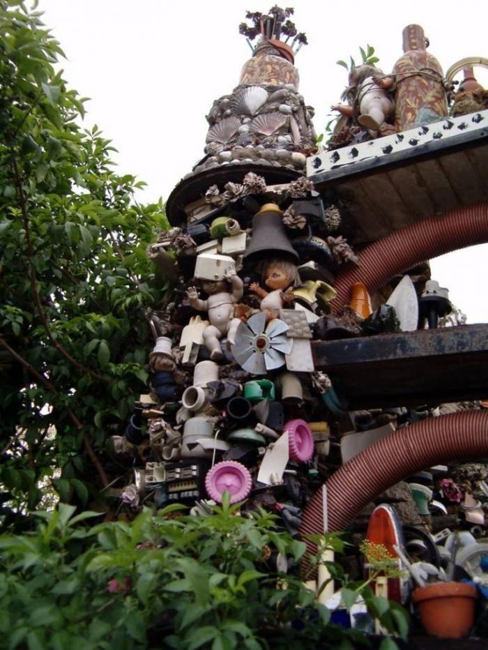 Дом из мусора. Смешные картинки