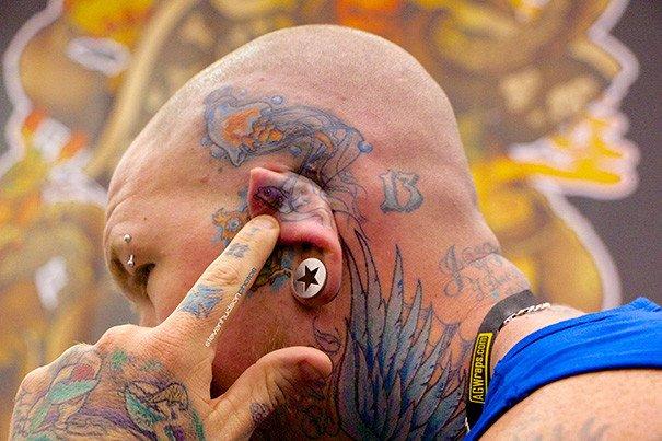 Татуировки на ушах. Красивые картинки