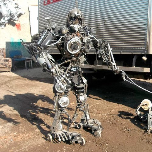 Необычные скульптуры у автомастерских. Картинки про авто