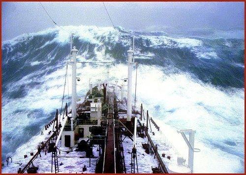 Красивые корабли и волны