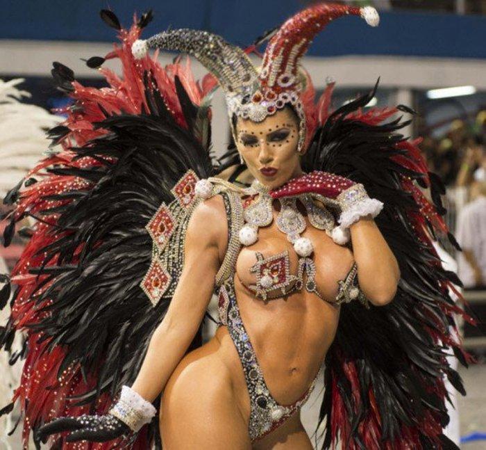 Девушки на карнавале в Рио. Путешествия по миру