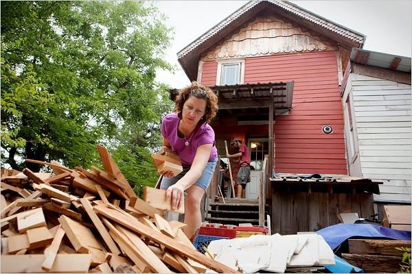 Дом из переработанного мусора. Интересные фото