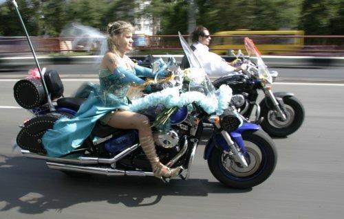 Прикольные свадебные кортежи. Автоприколы