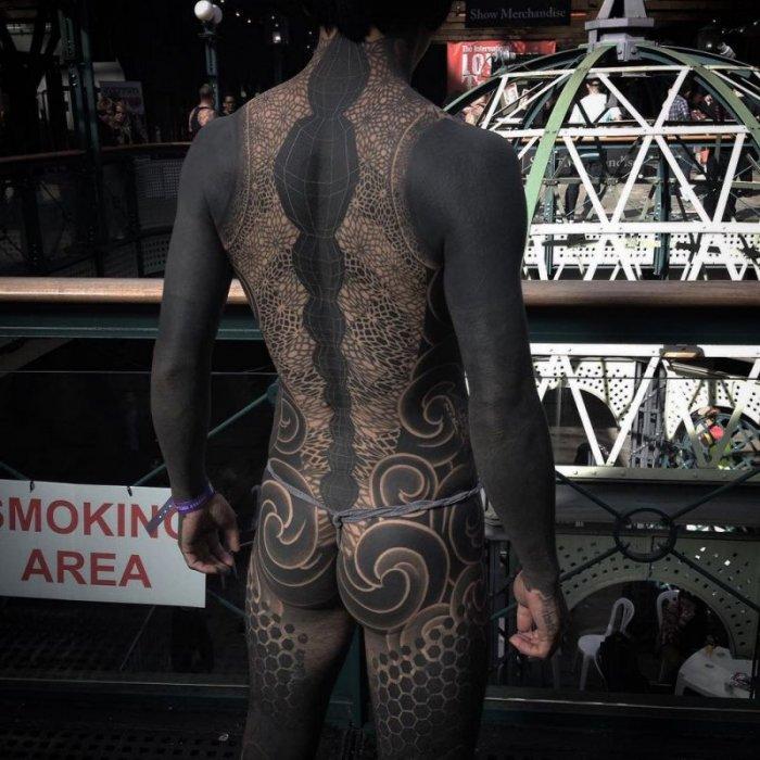 Татуированные костюмы из чернил