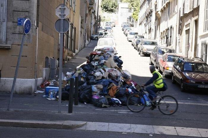 Мусор в Марселе. Итоги уличных беспорядков