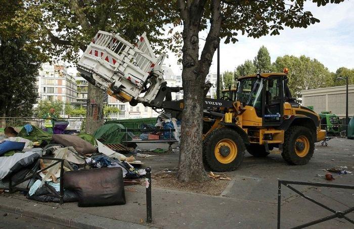 Полиция демонтировала лагерь беженцев в Париже