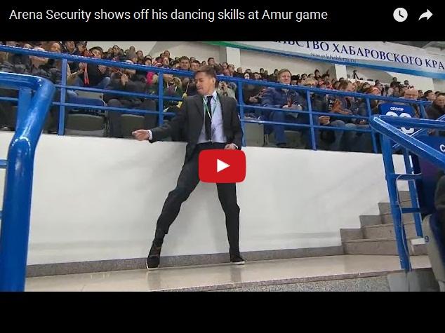 Прикольный танец охранника на хоккейном матче команды