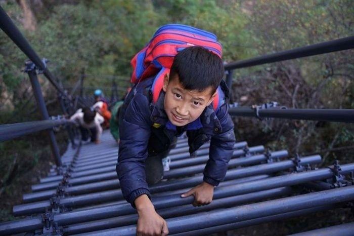 Трудная дорога китайских детей в школу