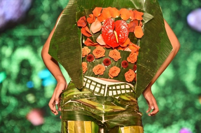 Прикольные наряды из растений
