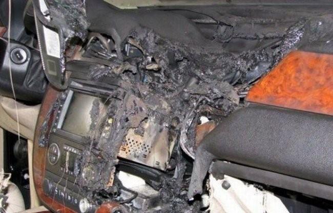 Тот момент, когда в машине взорвался мобильник