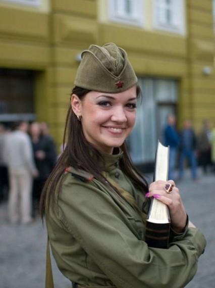 Самые красивые девушки-солдаты мира