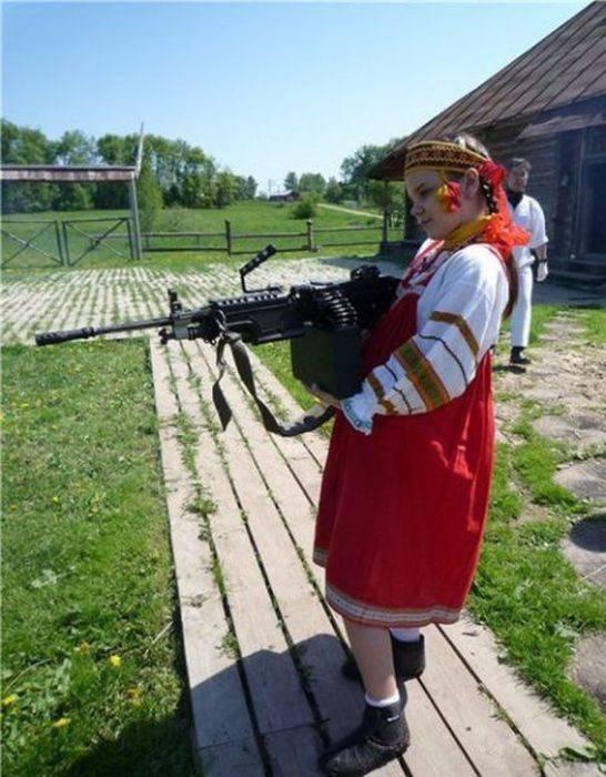 Коня на скаку остановит - фото серьезных русских женщин