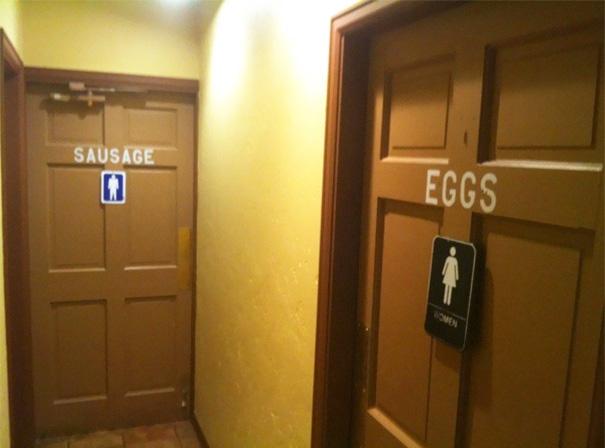 Веселые таблички на туалетах