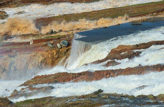 Фотографии самой большой разрушающейся плотины в США