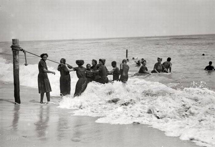 Как выглядели пляжи в начале прошлого века