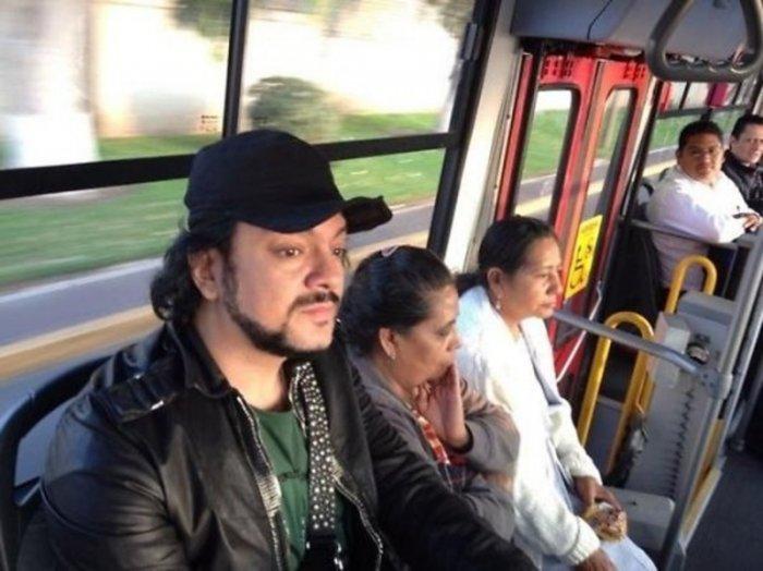 Оказывается звезды тоже ездят на общественном транспорте