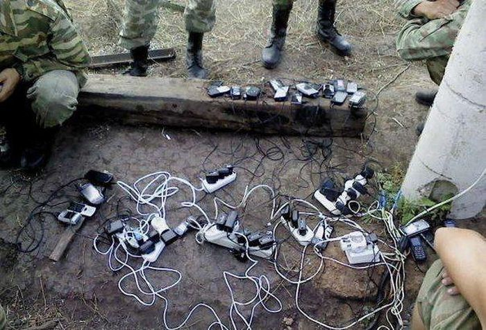Как заряжают телефоны в армии