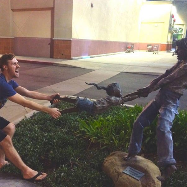 Приколы с ожившими статуями