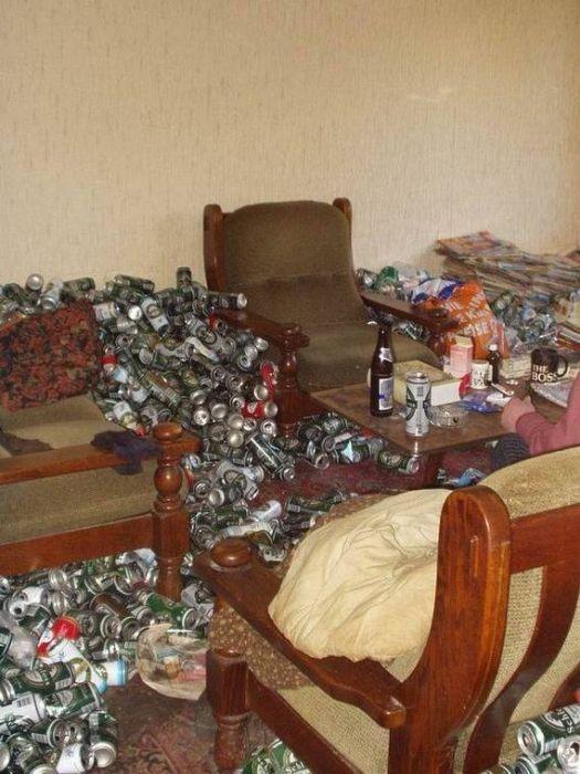 Как выглядит квартира алкоголика, который пьет только пиво