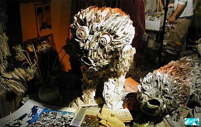 Прикольные скульптуры из газет - необычные инсталляции