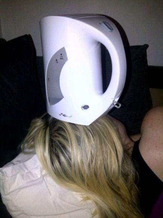 Лучше на засыпать во время застолья - приколы над пьяными