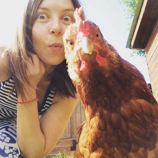 Красивые девушки и деревенский колорит