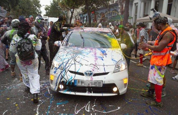 Прикольные фото с карнавала красок в Лондоне