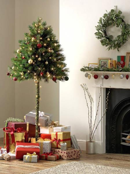 Как защитить елку от домашних питомцев? Прикольные фото